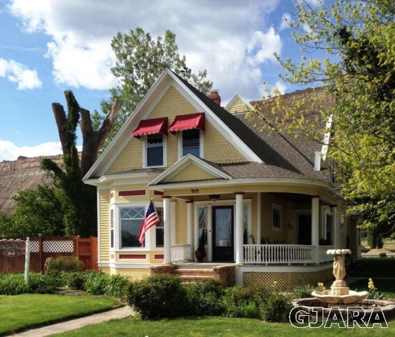 Old Victorian Home in Palisade - Find the best realtors for the Grand Valley in Palisade, CO. Fruit and Wine Real Estate has homes for sale in Mesa County.